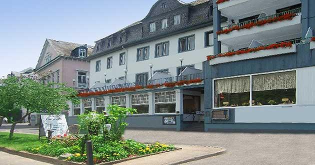 Urlaub über Ostern am Mittelrhein, Osterurlaub direkt am Rheinufer in Boppard am Rhein im Tal der Loreley